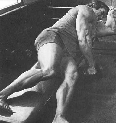 Подъем гантели прямой рукой из положения лежа